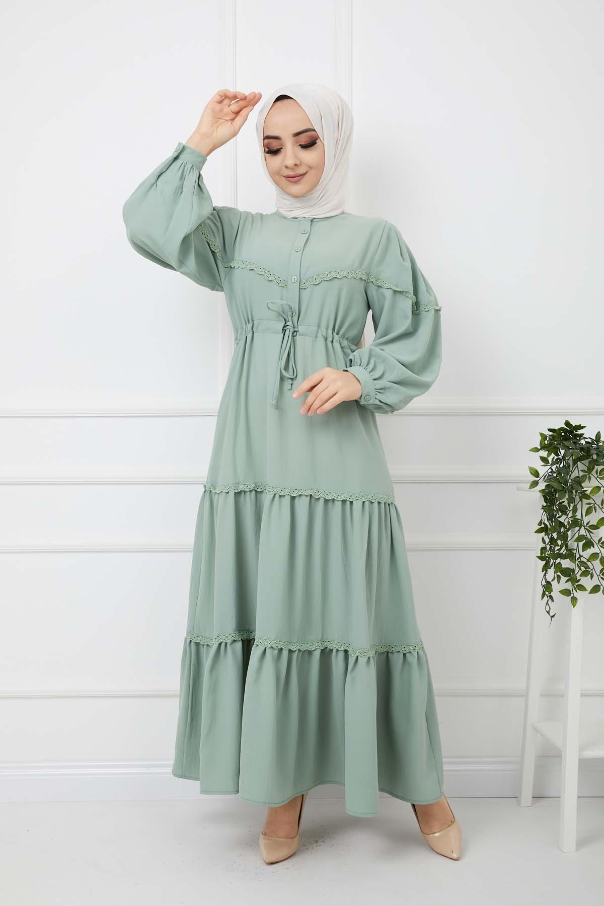 Eteği Dantelli Elbise - Yeşil