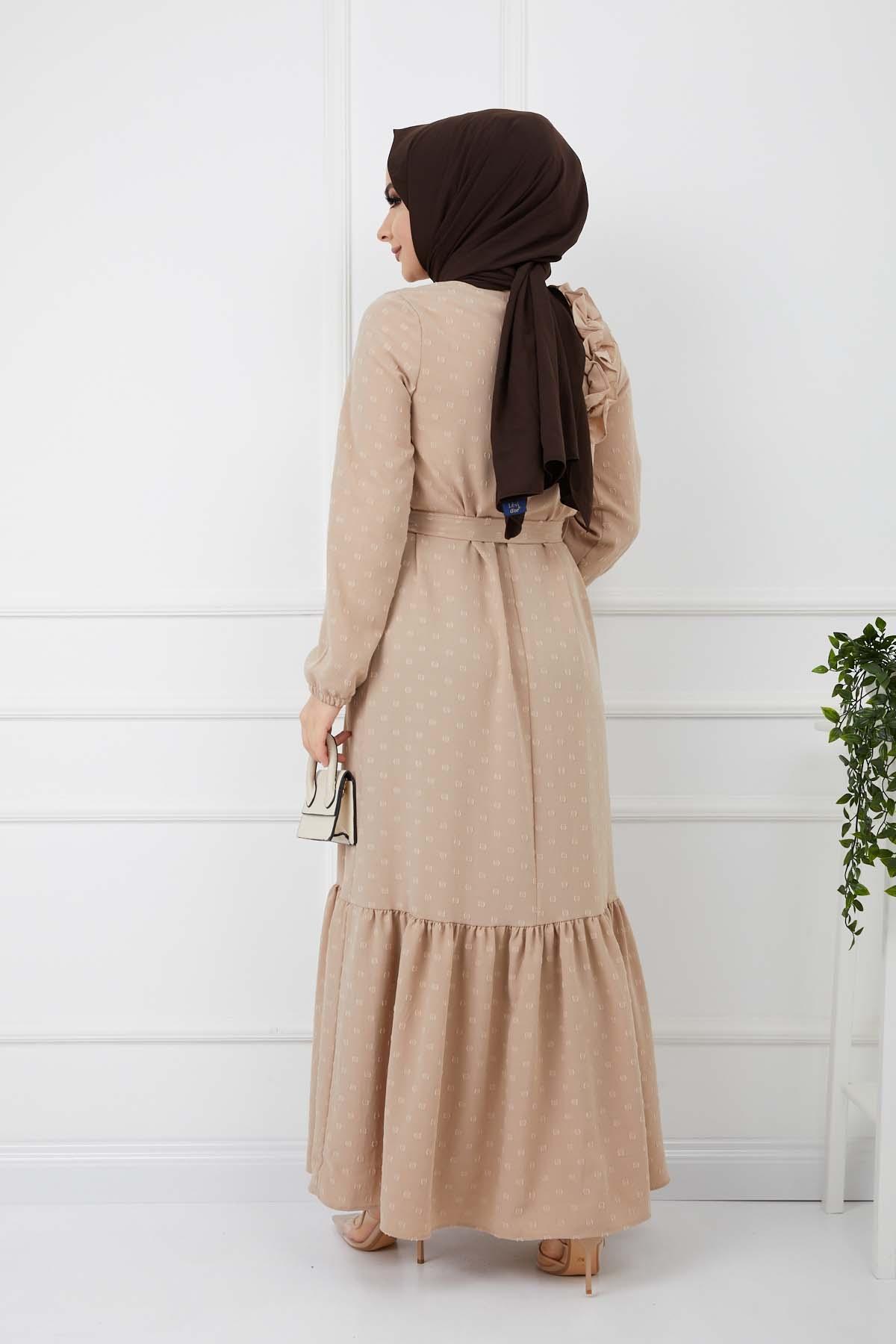 Omuzu Fırfırlı Geniş Ponponlu Elbise - Krem