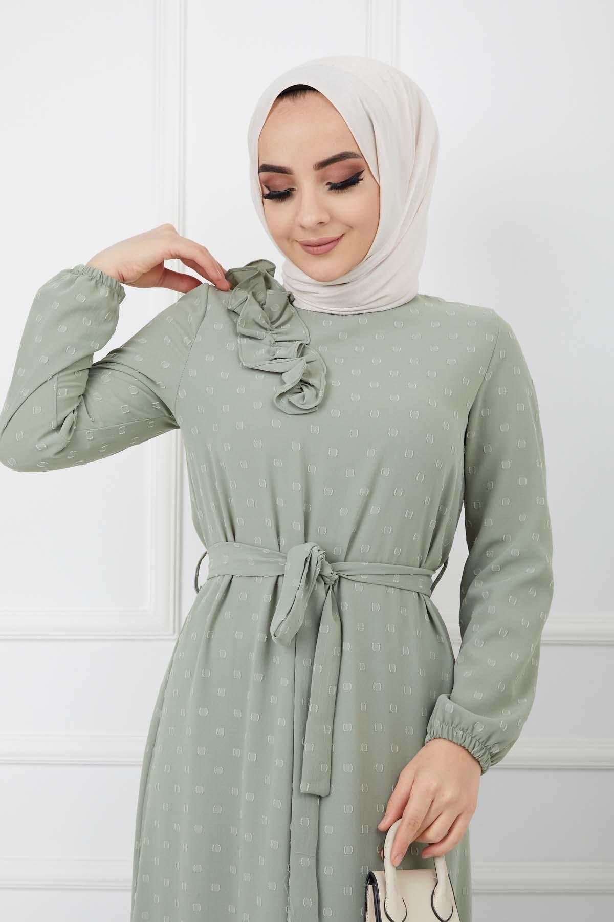 Omuzu Fırfırlı Geniş Ponponlu Elbise - Yeşil